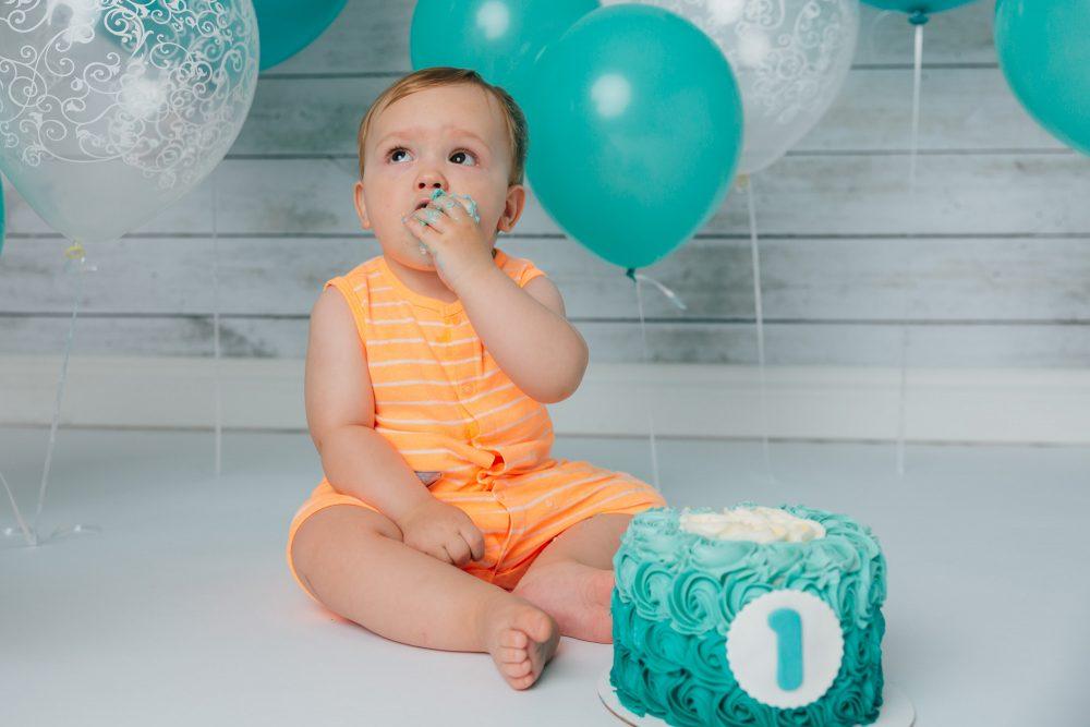 Ballon Cake Smash Edmonton Photographer